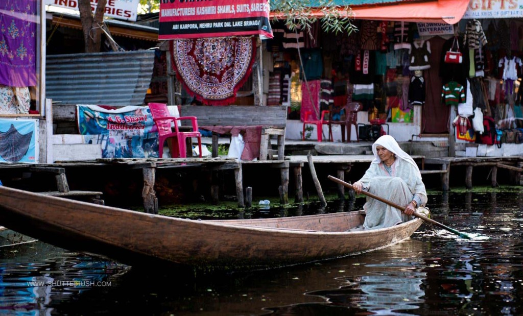 Mirbahri women dal lake srinagar